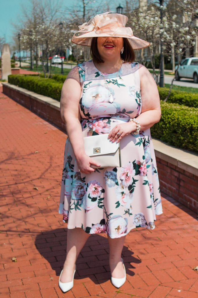A plus size Kentucky Oaks or Derby outfit idea from Louisville blogger Authentically Emmie