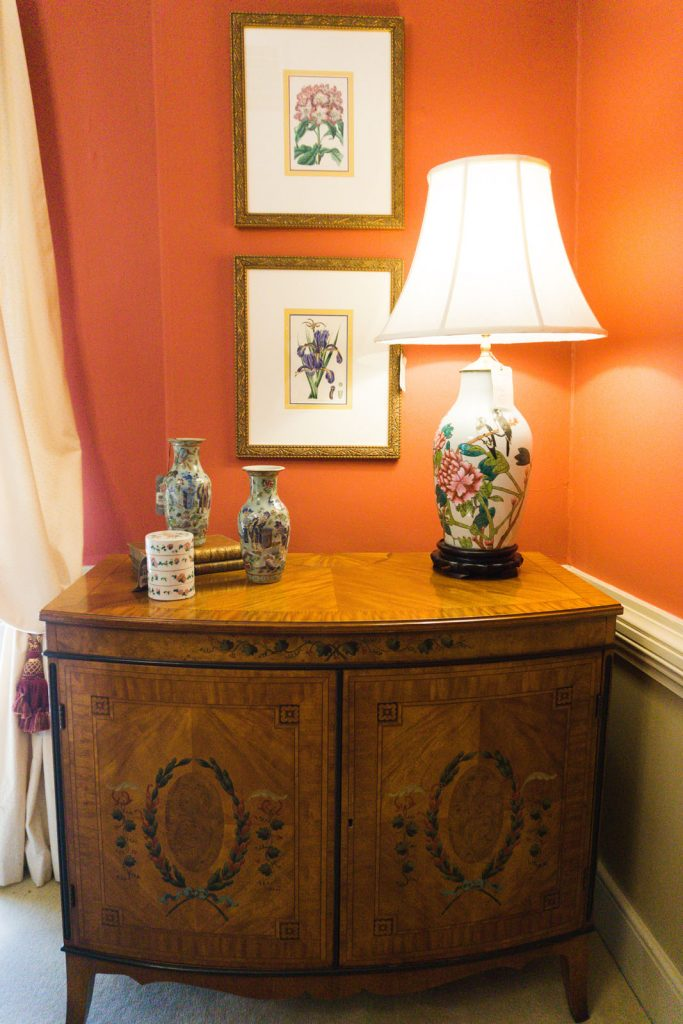 Antique ginger jar lamp and Chinoiserie accents at Wakefield near Louisville