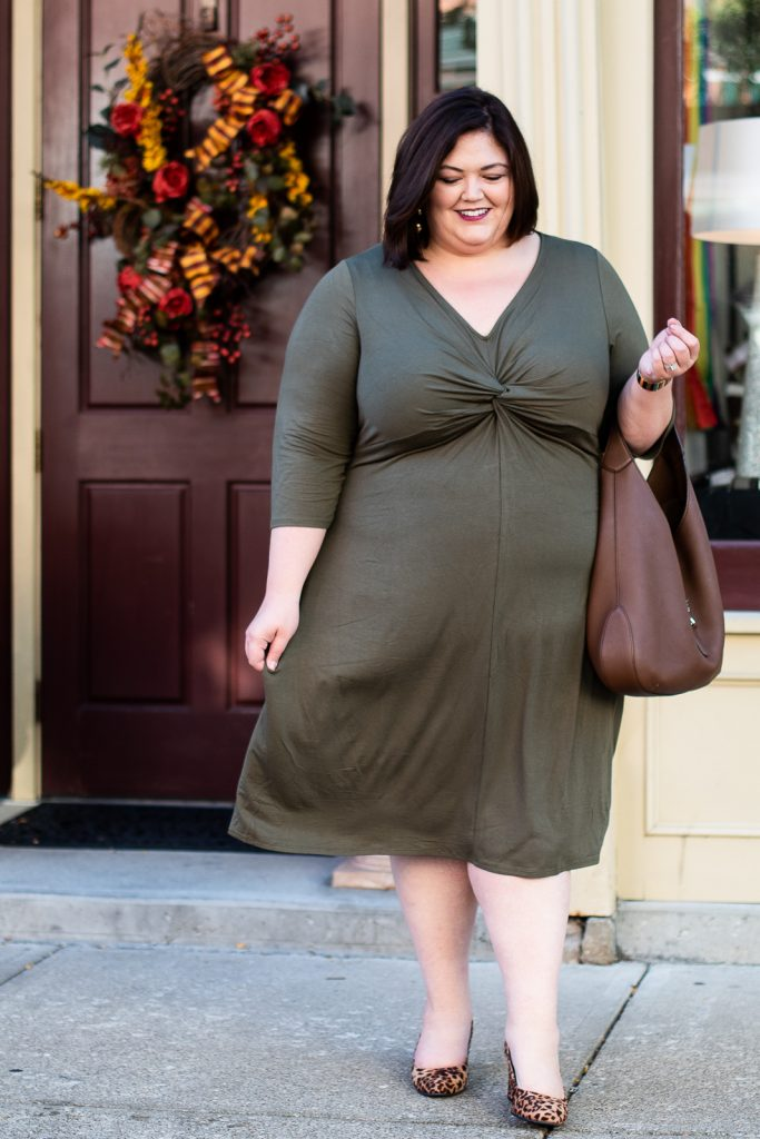 Plus size fall outfit idea to wear to work