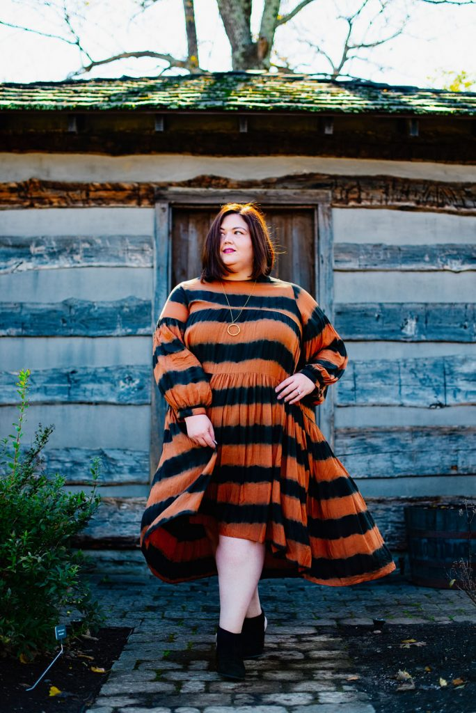 Louisville blogger Authentically Emmie in an Anthropologie plus size dress