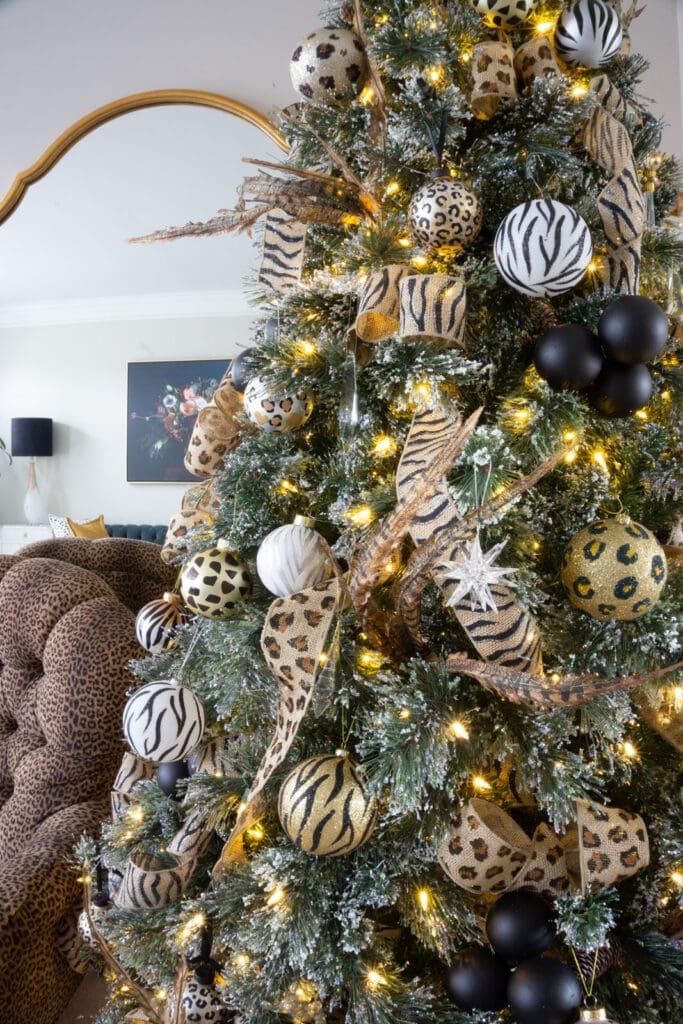 Animal print Christmas tree 2020 detail